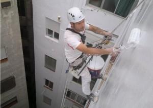 Trabajos verticales Valencia - Imagen de obrero trabajando