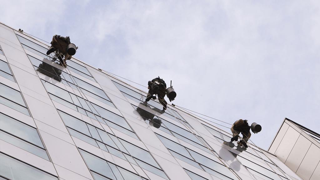 Trabajos verticales Valencia - Imagen de obreros descolgados