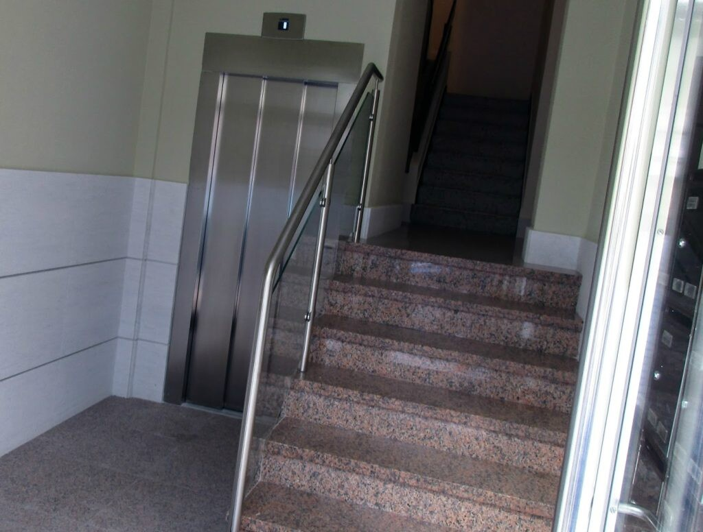 Servicios para bajar ascensor a cota cero Valencia
